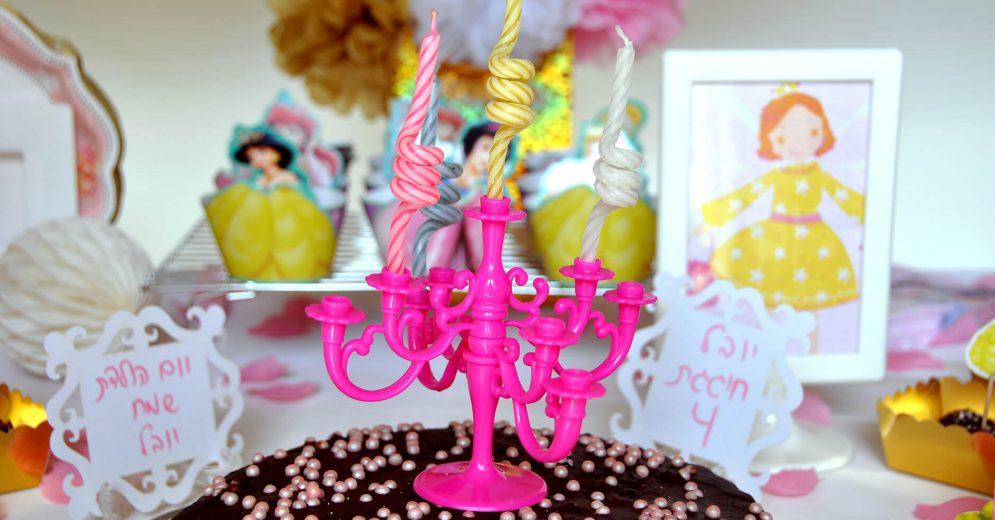 עוגה מעוצבת לשולחן מתוקים של נסיכות