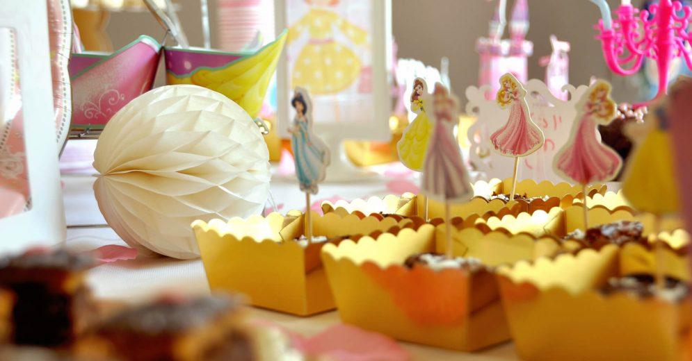 ערכת עיצוב מוכנה להכנת שולחן ממתקים בנושא נסיכות